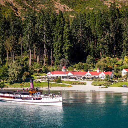 The Earnslaw leaves Walter Peak to return to Queenstown
